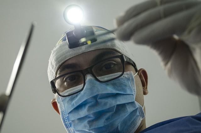 صورة طبيب ألماني يعترف يقتل مريضي كورونا لتدهور حالتهما الصحية